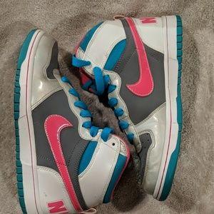 Nike size 8 gray pink teal #358858-003 NICE
